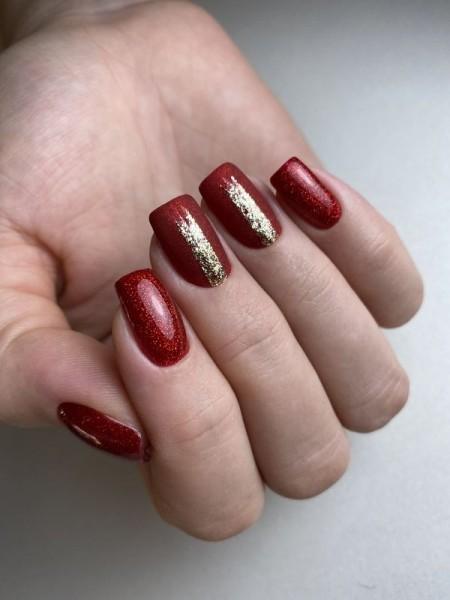 Dłoń z paznokciami w dwóch wzorach 3